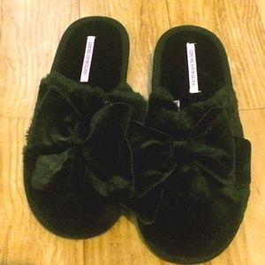 VS Bow Slippers 🎀